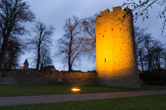 Ιστορικοί πόλης τοίχος και πύργος πιό soest Γερμανία το βράδυ στοκ εικόνες