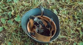 Ιστορικός δεύτερος παγκόσμιος πόλεμος αναδημιουργίας german helmet Στοκ Φωτογραφία