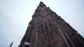 Ιστορικός καθεδρικός ναός της Notre-Dame τουριστών ευρωπαϊκό στενό σε επάνω πόλεων ενάντια στον ουρανό απόθεμα βίντεο