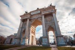 Ιστορικός μαρμάρινος Arco αψίδων ρυθμός della, πλατεία Sempione, Μιλάνο, Στοκ Φωτογραφίες