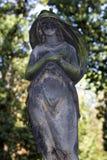 Ιστορικό άγαλμα στο παλαιό νεκροταφείο της Πράγας μυστηρίου, Δημοκρατία της Τσεχίας στοκ εικόνα με δικαίωμα ελεύθερης χρήσης