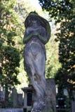 Ιστορικό άγαλμα στο παλαιό νεκροταφείο της Πράγας μυστηρίου, Δημοκρατία της Τσεχίας στοκ εικόνες με δικαίωμα ελεύθερης χρήσης