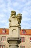Ιστορικό γλυπτό με δύο λιοντάρια στη Μπρυζ, Βέλγιο στοκ φωτογραφία