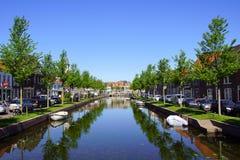 Ιστορικό κεντρικό κανάλι στην ολλανδική πόλη Weesp Στοκ εικόνα με δικαίωμα ελεύθερης χρήσης