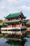 Ιστορικό κτήριο από τη λίμνη, yunnan, πηγούνι Στοκ φωτογραφία με δικαίωμα ελεύθερης χρήσης