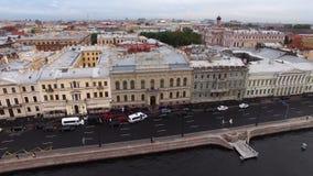 Ιστορικό κτήριο γαμήλιων παλατιών στην Άγιος-Πετρούπολη στο αγγλικό ανάχωμα Εναέρια άποψη εικονικής παράστασης πόλης κηφήνων στην απόθεμα βίντεο
