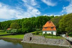 Ιστορικό κτήριο κοντά στο κάστρο Kalmar Στοκ Εικόνες
