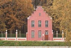 Ιστορικό πάρκο κτηρίου και φθινοπώρου Στοκ φωτογραφία με δικαίωμα ελεύθερης χρήσης