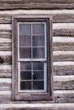 Ιστορικό παράθυρο καμπινών κούτσουρων στοκ φωτογραφίες