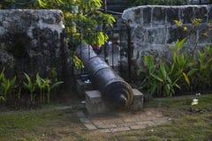 Ιστορικό πυροβόλο στον ενισχυμένο τοίχο Πυροβόλο τοίχων οχυρών SAN Pedro Παλαιότερο ιστορικό οχυρό στις Φιλιππίνες στοκ εικόνα με δικαίωμα ελεύθερης χρήσης