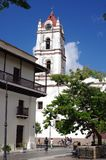 Ιστορικό σπίτι και η καθολική εκκλησία στην Κούβα Στοκ εικόνα με δικαίωμα ελεύθερης χρήσης