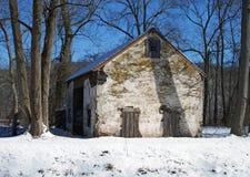 Ιστορικό σπίτι το χειμώνα Στοκ Εικόνες