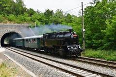 ιστορικό τραίνο ατμού Ειδικά προωθημένο τσεχικό παλαιό τραίνο ατμού για τα ταξίδια και για το ταξίδι γύρω από τη Δημοκρατία της Τ Στοκ Εικόνα