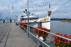 Ιστορικό Stadt Rapperswil, ατμόπλοιο κουπιών, λιμενοβραχίονας Rapperswil Στοκ φωτογραφία με δικαίωμα ελεύθερης χρήσης