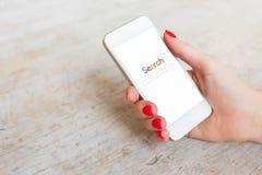 Ιστοχώρος αναζήτησης στο smartphone στοκ φωτογραφίες με δικαίωμα ελεύθερης χρήσης