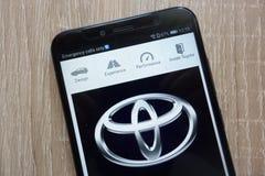 Ιστοχώρος μηχανών της Toyota που επιδεικνύεται σε ένα σύγχρονο smartphone στοκ φωτογραφία με δικαίωμα ελεύθερης χρήσης