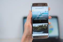 Ιστοχώρος του National Geographic που ανοίγουν στον κινητό στοκ εικόνα