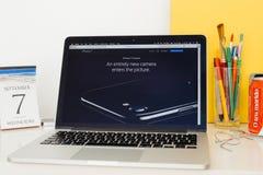 Ιστοχώρος υπολογιστών της Apple που επιδεικνύει τη κάμερα του iPhone 7 Στοκ Εικόνα