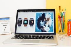 Ιστοχώρος υπολογιστών της Apple που επιδεικνύει το ρολόι αδιάβροχη SP μήλων Στοκ εικόνες με δικαίωμα ελεύθερης χρήσης