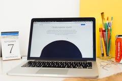Ιστοχώρος υπολογιστών της Apple που επιδεικνύει το iPhone 7 ήχος Στοκ φωτογραφίες με δικαίωμα ελεύθερης χρήσης