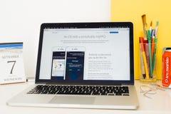 Ιστοχώρος υπολογιστών της Apple που επιδεικνύει, hey siri Στοκ Εικόνες