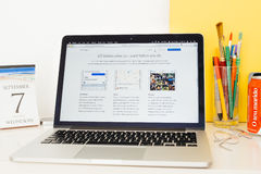 Ιστοχώρος υπολογιστών της Apple που επιδεικνύει iOS 10 Στοκ Φωτογραφίες