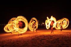 Ισχυρά άτομα που κάνουν ταχυδακτυλουργίες την πυρκαγιά στην Ταϊλάνδη Στοκ φωτογραφία με δικαίωμα ελεύθερης χρήσης