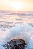 ισχυρά κύματα Στοκ φωτογραφία με δικαίωμα ελεύθερης χρήσης