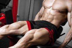 Ισχυρά τετράγωνα κατάρτισης bodybuilder Στοκ Φωτογραφία