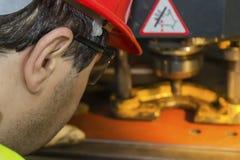 Ισχυρή μηχανή οργάνων ελέγχου εργαζομένων στοκ εικόνα με δικαίωμα ελεύθερης χρήσης