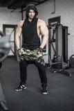 Ισχυρή τοποθέτηση ατόμων στη γυμναστική Στοκ Εικόνες