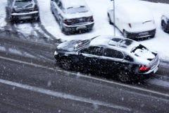 Ισχυρή χιονόπτωση στις οδούς πόλεων Στοκ φωτογραφίες με δικαίωμα ελεύθερης χρήσης