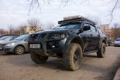 Ισχυρό αυτοκίνητο στο χώρο στάθμευσης Στοκ Εικόνες