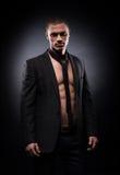 Ισχυρό, κατάλληλο και φίλαθλο stripper άτομο σε ένα φόρεμα Στοκ εικόνες με δικαίωμα ελεύθερης χρήσης