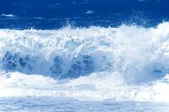 ισχυρό κύμα θάλασσας Στοκ Εικόνες
