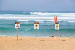 Ισχυρό τρέχον προειδοποιητικό σημάδι Oahu Χαβάη Στοκ Εικόνες