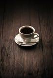 Ισχυρό arabica καφέ φλυτζάνι με το πιατάκι Στοκ Εικόνα
