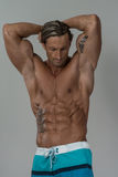 Ισχυρό Bodybuilder με έξι πακέτο Στοκ Εικόνες