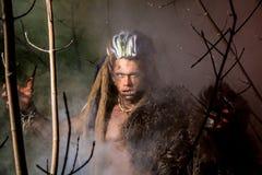 Ισχυρό werewolf, δαίμονας μεταξύ των δέντρων Στοκ Εικόνες
