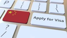ΙΣΧΥΣΤΕ ΓΙΑ το κείμενο ΘΕΩΡΗΣΕΩΝ και τη σημαία της Κίνας στα κουμπιά στο πληκτρολόγιο υπολογιστών τρισδιάστατη εννοιολογική απόδο στοκ φωτογραφία