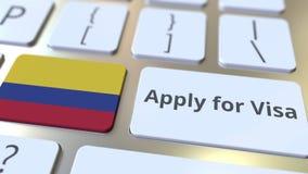 ΙΣΧΥΣΤΕ ΓΙΑ το κείμενο ΘΕΩΡΗΣΕΩΝ και τη σημαία της Κολομβίας στα κουμπιά στο πληκτρολόγιο υπολογιστών τρισδιάστατη εννοιολογική α στοκ φωτογραφίες