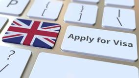 ΙΣΧΥΣΤΕ ΓΙΑ το κείμενο ΘΕΩΡΗΣΕΩΝ και τη σημαία της Μεγάλης Βρετανίας στα κουμπιά στο πληκτρολόγιο υπολογιστών τρισδιάστατη εννοιο στοκ εικόνες