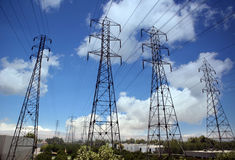 ισχύς γραμμών ηλεκτρικής &epsilo Στοκ φωτογραφία με δικαίωμα ελεύθερης χρήσης