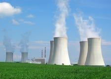 ισχύς πυρηνικών εγκαταστά& Στοκ φωτογραφίες με δικαίωμα ελεύθερης χρήσης