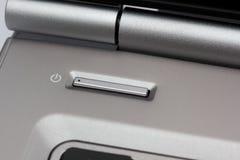 ισχύς lap-top κουμπιών Στοκ φωτογραφία με δικαίωμα ελεύθερης χρήσης