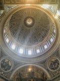 Ιταλία Ρώμη Βατικανό Εσωτερικό της βασιλικής του ST Peter ` s στοκ φωτογραφία με δικαίωμα ελεύθερης χρήσης