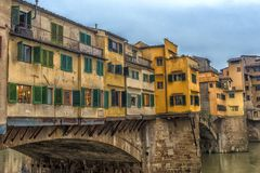 Ιταλία, Φλωρεντία, 03.01.2018 η χρυσή γέφυρα Στοκ φωτογραφία με δικαίωμα ελεύθερης χρήσης