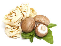 ιταλικά ζυμαρικά μανιταριών fettuccini Στοκ Φωτογραφίες