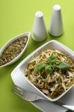 ιταλικά μακαρόνια pesto ζυμαρ&io Στοκ φωτογραφία με δικαίωμα ελεύθερης χρήσης
