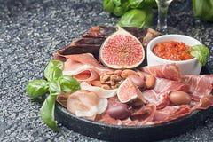 Ιταλικά πρόχειρα φαγητά κρασιού antipasti καθορισμένα Στοκ Εικόνα